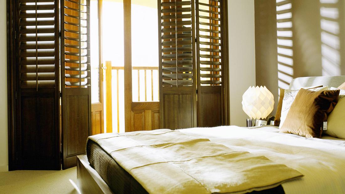 houten-shutters-slaapkamer